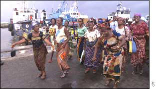 Nigerian Women Besiege Oil Rigs