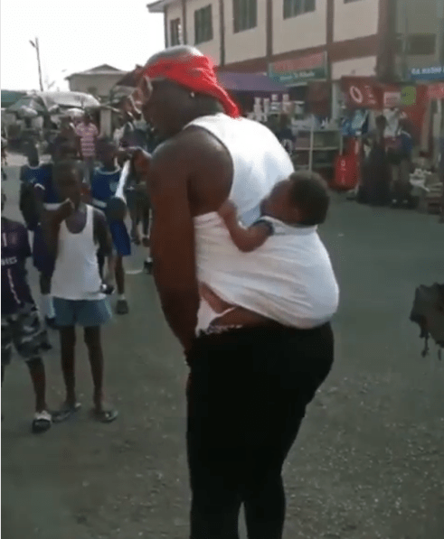 Man Seen Backing And Petting His Baby While Her Mother Was Sick, Fans React
