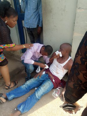 """""""Armed Policemen Invades Our Office Manhandles Everyone"""" - Nigerian Man Cries Out"""