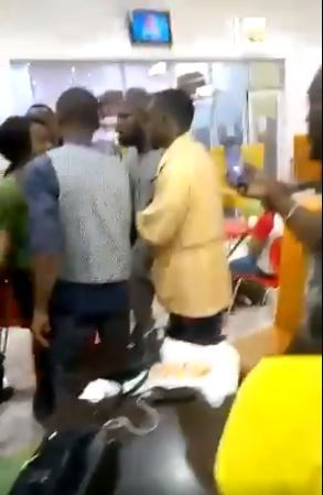 Lady Refuses, Wanted To Beat Up Her Boyfriend After Breakup In A 5 Years Relationship In Uyo (VIDEO)