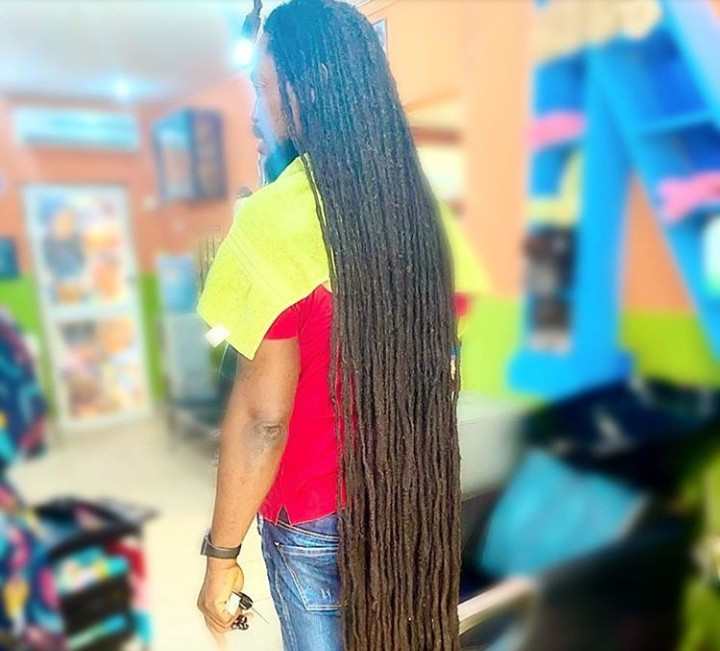 Daddy Showkey shows off his full hair length