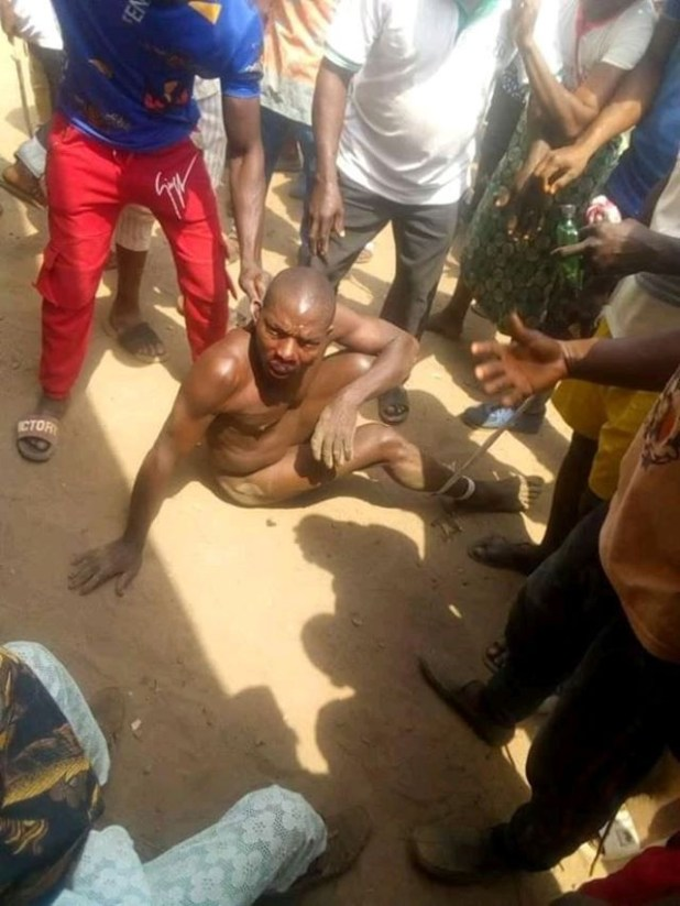 Two suspected kidnappers nabbed in Ondo, stripped naked, after being accused of attempting to snatch a 2-year-old baby from her mother?s back