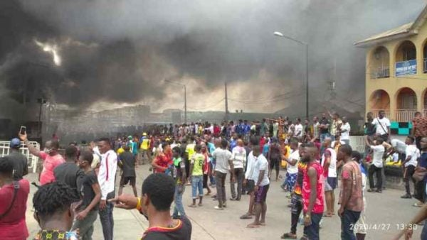 Large crowd spotted at Lagos fire incident scene lailasnews