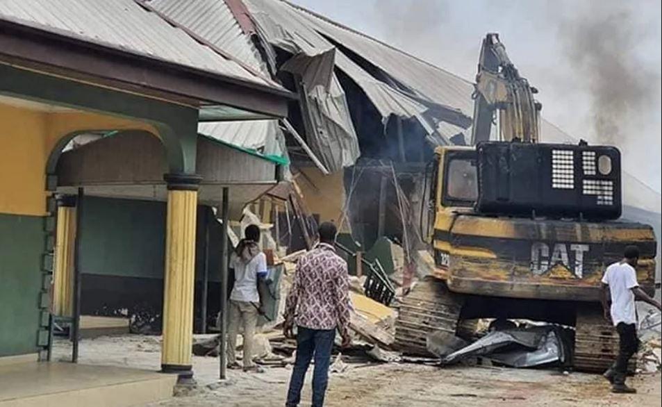 Rivers hotel demolished