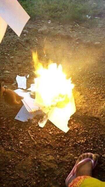 Nigerian Graduate Sets All His Certificates Ablaze Due To His Inability To Secure A Job [Photos] 4