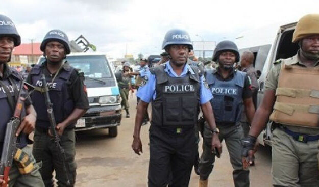 BREAKING: Gunshots Rock Abuja Market As Policemen Prevent Hoodlums From Looting Warehouse