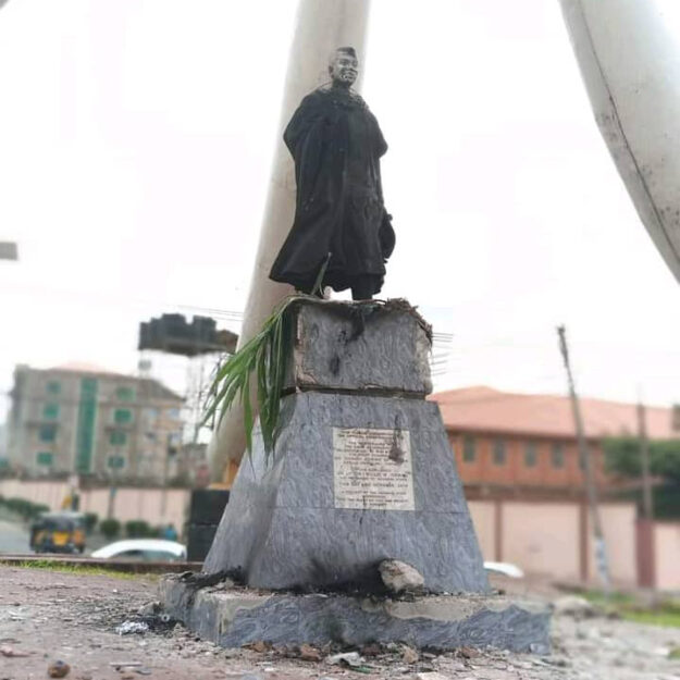 Drama As Protesters Burn Azikiwe's Statue In Anambra, Say He Caused Their Problems (Photo)