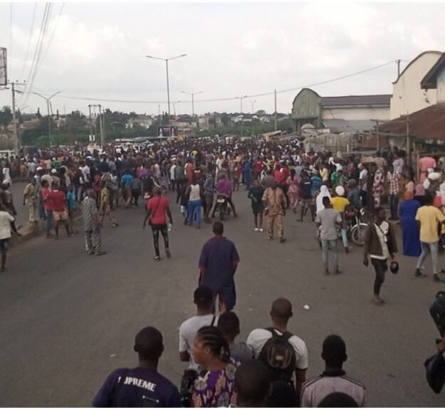 Horror: Hoodlums Burst Into Private Warehouse, Loot Electronics, Valuable Goods In Osun