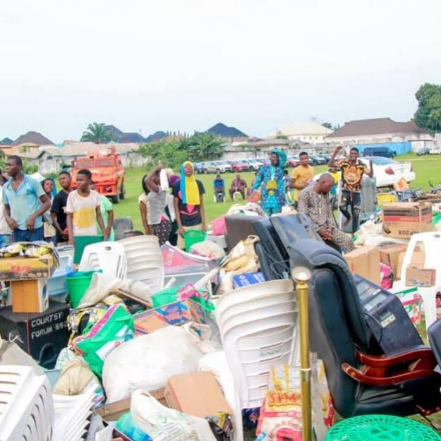 Looters Return Items Stolen From Govt Facilities, Private Businesses After Governor Oyetola Issued 72-hour Ultimatum