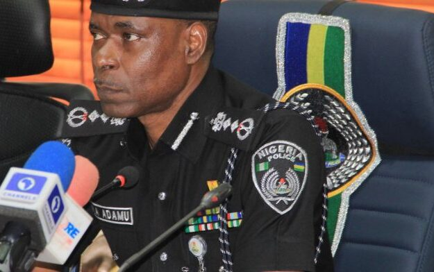 Police boss charges officers to defend themselves, justifies order