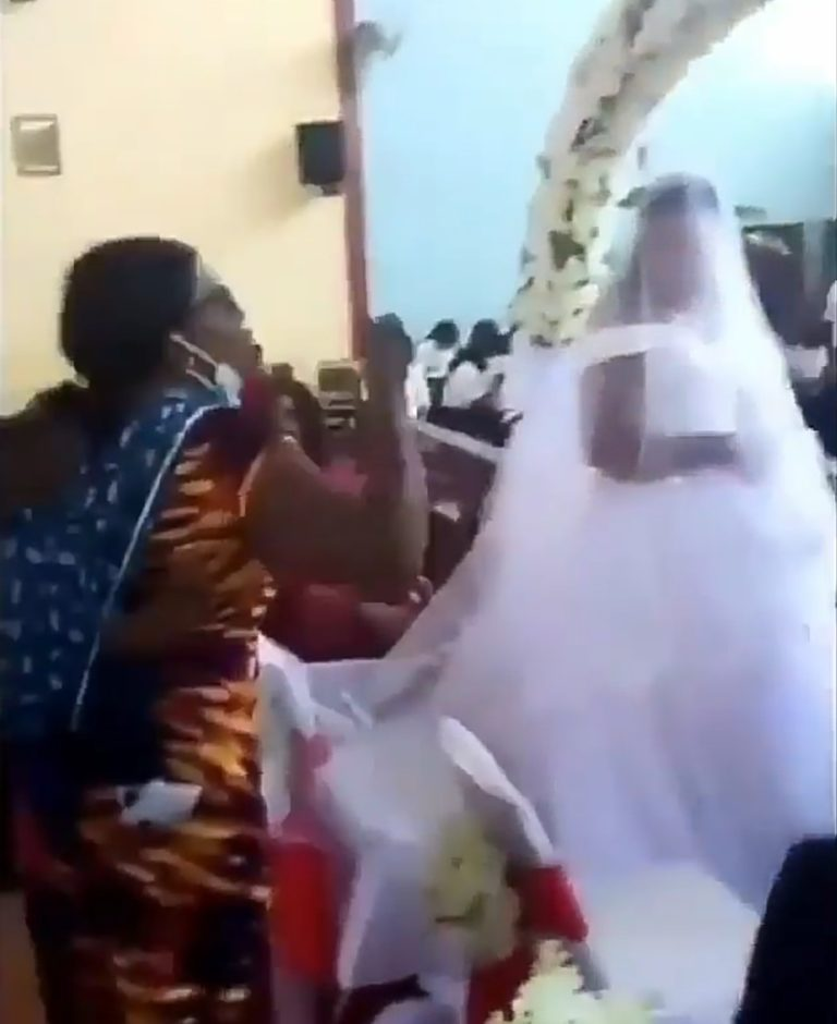 The real wife disrupted the man's marriage to a new woman