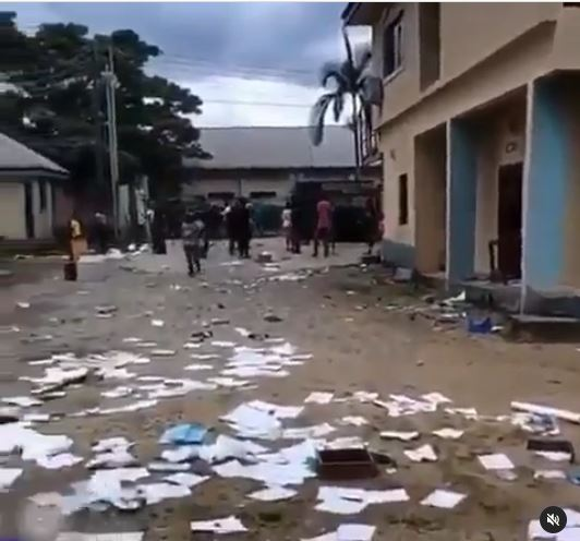 Shocking! Mentally Ill Patients 'Escape' As Hoodlums Raid A Psychiatric Hospital In Calabar (Video)