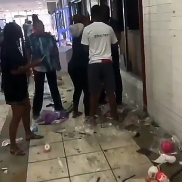 Shop Owners In Tears As They Inspect The Damage Hoodlums Did To Their Stores In Surulere (Video)