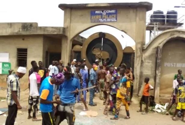 Tension As Angry Youths Invades Akire Palace In Osun, Attempt To Chase Out Monarch