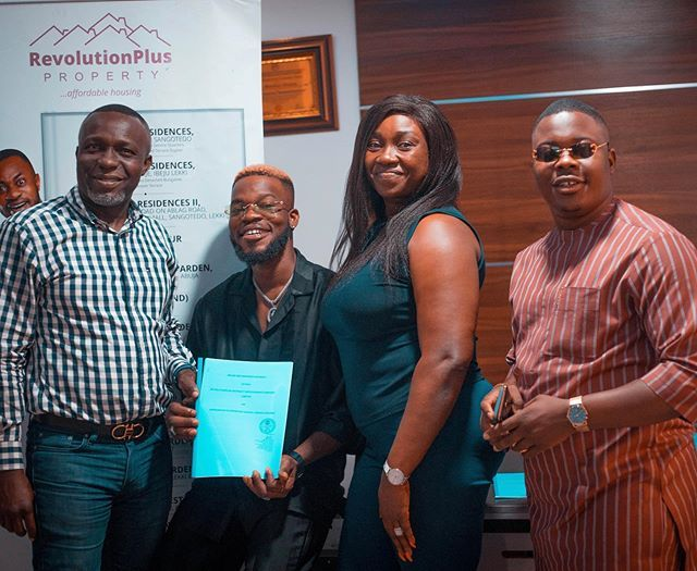 Broda Shaggi signs new deal