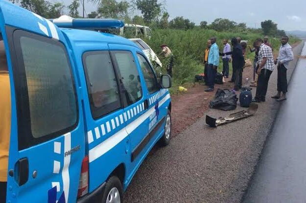 Six Dead, 11 Injured As Speeding Bus Crashes With Truck Along Enugu-Onitsha Expressway