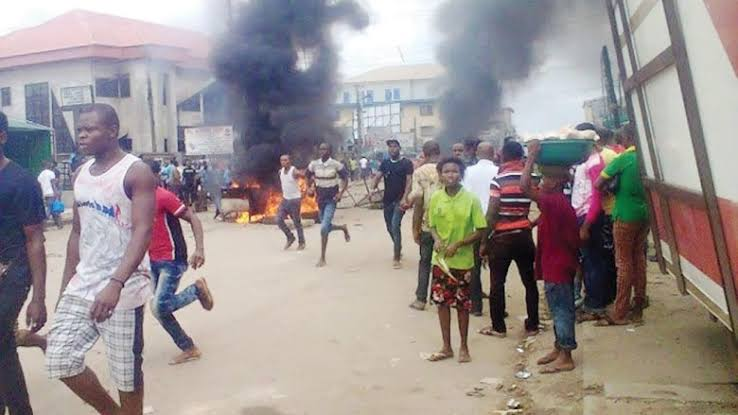 Two Suspected Armed Robbers Burnt To Death By Angry Mob In Delta State 1
