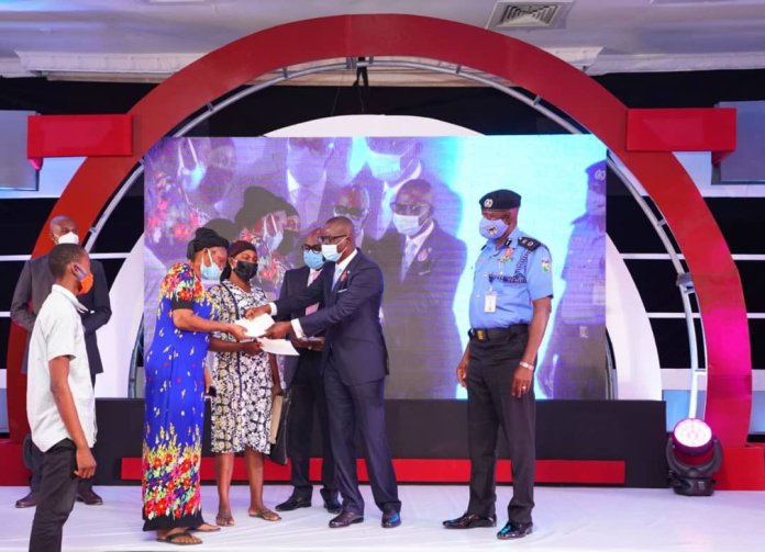 #EndSARS: Sanwo-Olu Pays N60 Million Compensation To Families Of Slain Police Officers 1