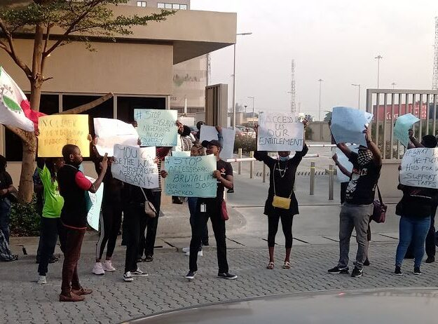 Tension As Laid Off Staff Of Access Bank Storm Bank's Head Office To Protest (Photos)