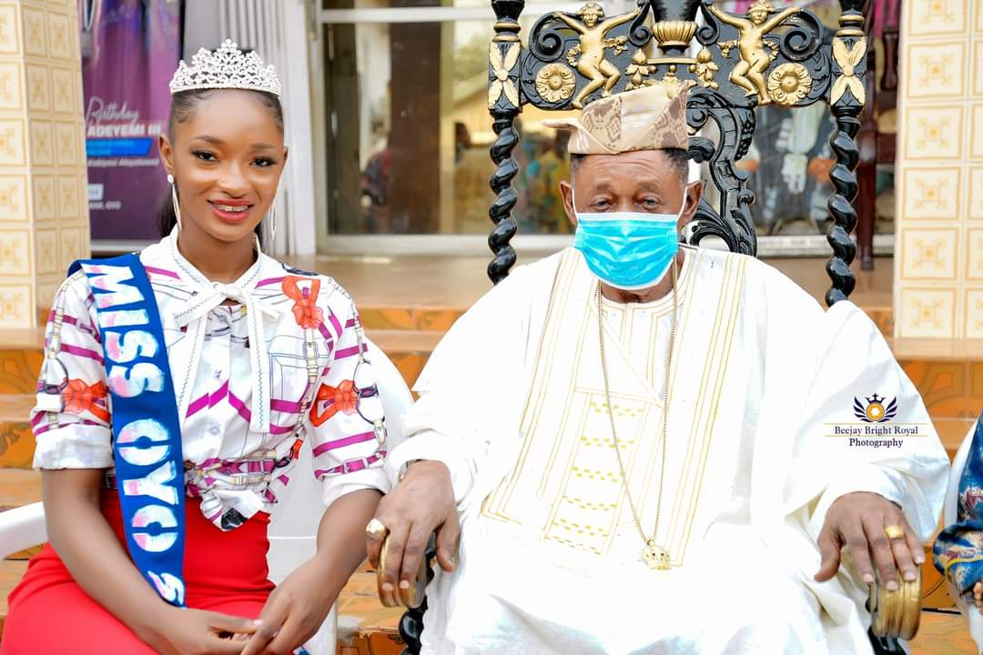 Princess Adeyemi and his father, the Alaafin of Oyo