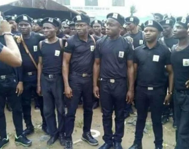 Anambra Trains 100 Men And Women To Join In Vigilante Services