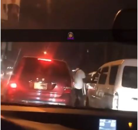 Drama As Two Angry Men Park Their Cars In The Middle Of A Busy Lagos Road To Fight (Video)