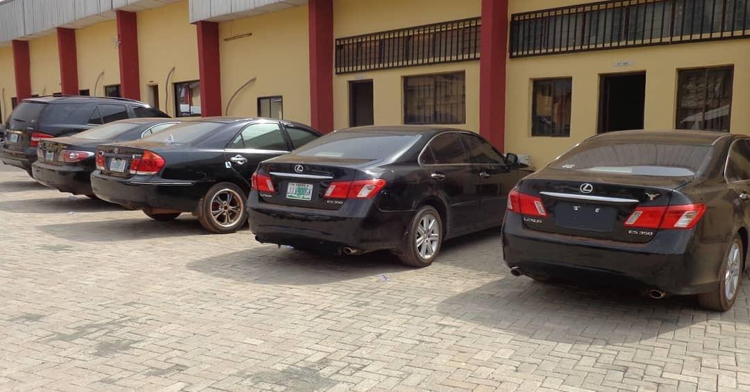 EFCC Arrest 30 Suspected Internet Fraudsters In Enugu, Recover Exotic Cars [Photos] 2
