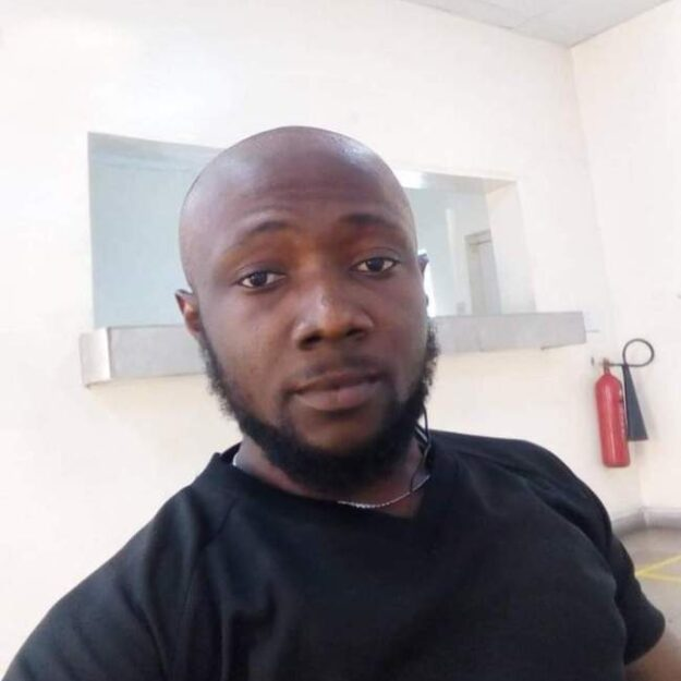 "Only a Weak Man Goes On His Knees to Apologise or Beg a Woman"" – Nigerian Man"