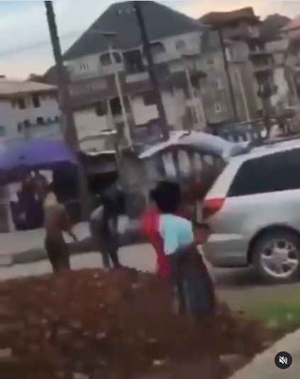 Shocking! 'Yahoo Boys' Bath In The Middle Of The Road As Native Doctor Performs Ritual On Them In Abia (Video)