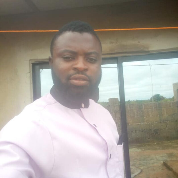 Drama As Governor Ayade's Aide Threatens to Commit Suicide Over Non-payment of Salary (Video)