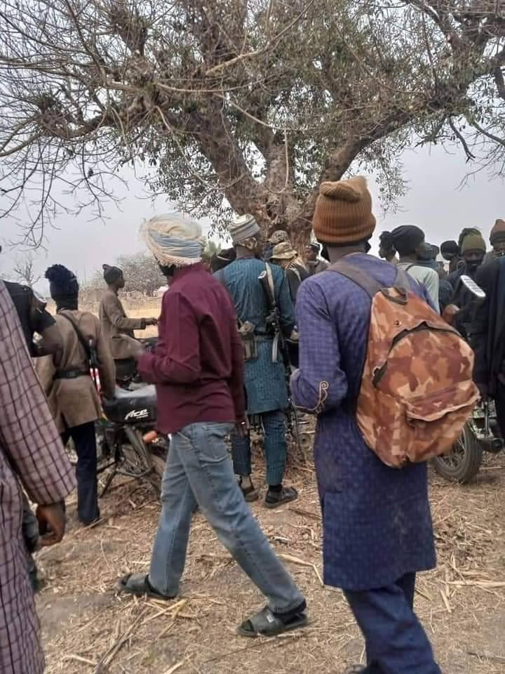 Sheikh Gumi Meets Bandits Who Kidnapped Kagara Students In Niger State [Photos] 3