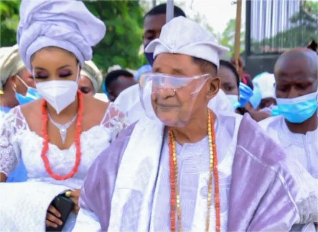 82-Year-Old Alaafin Of Oyo Steps Out With His 13th New Wife, Chioma Adeyemi [Photos/Video] 2