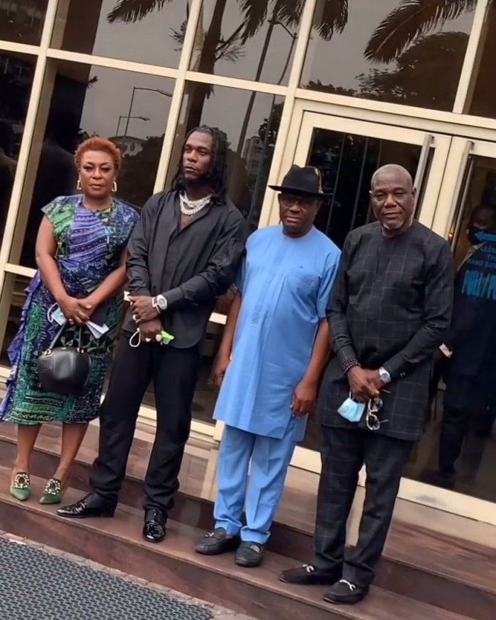 Burna Boy, his parents and management team paid Governor Wike a courtesy visit at the Government House, Port Harcourt.