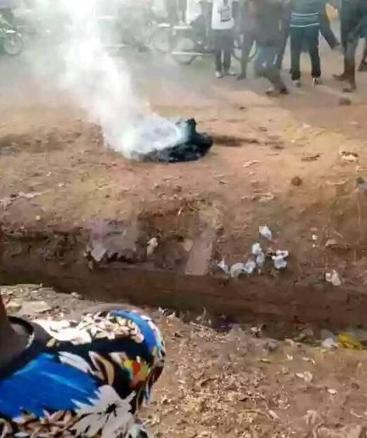 Irate Mob Sets Man Ablaze In Benue For Allegedly Stealing N2000 (Photos)