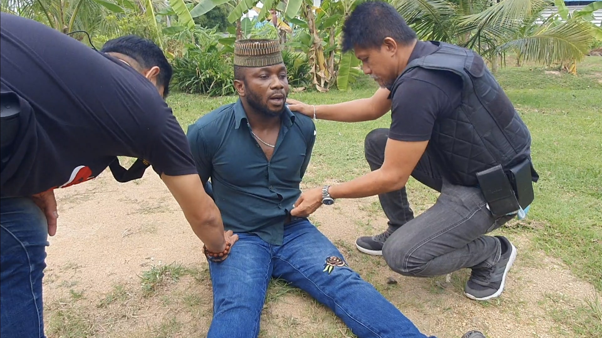 Nigerian Man And His Girlfriend Arrested In Thailand For Allegedly Peddling Cocaine [Photos] 2