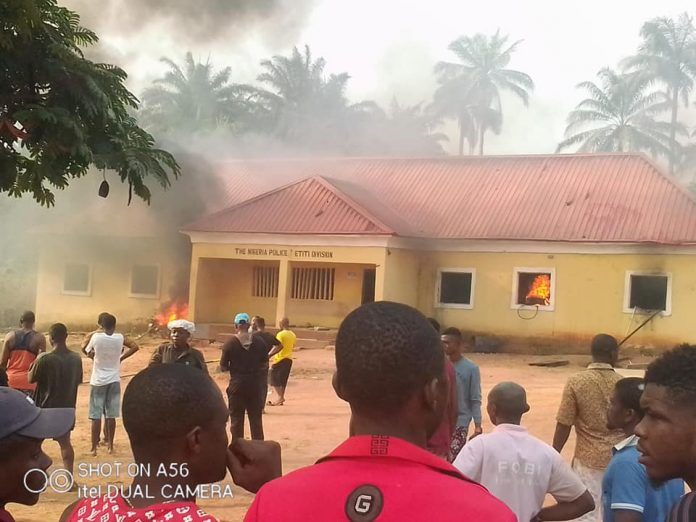 Policeman kills innocent boy, youths burn Divisional Police Headquarters in Imo, injure 2 officers