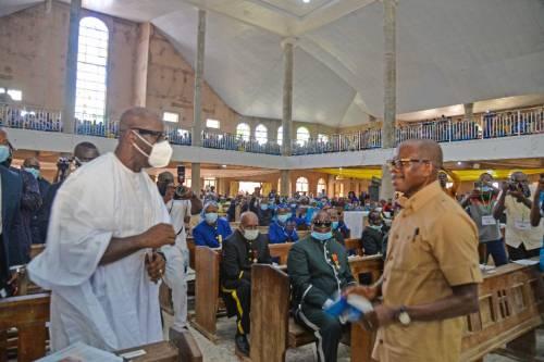 We are brothers, Oshiomhole says, embraces Obaseki in Edo