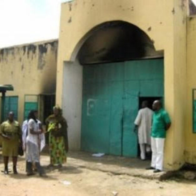 Attempted jail break: 7 injured, warder under investigation