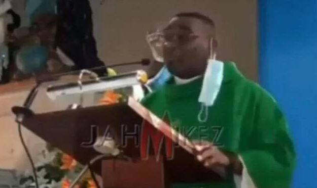 Pastor Takes Off Facemask, Blast Church Members Over Small Offertory On Sunday Service [Video]