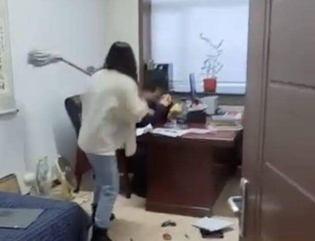 Woman Beats Up Her Boss With A Mop Stick For Sending Her Inappropriate Sexual Texts (Video)