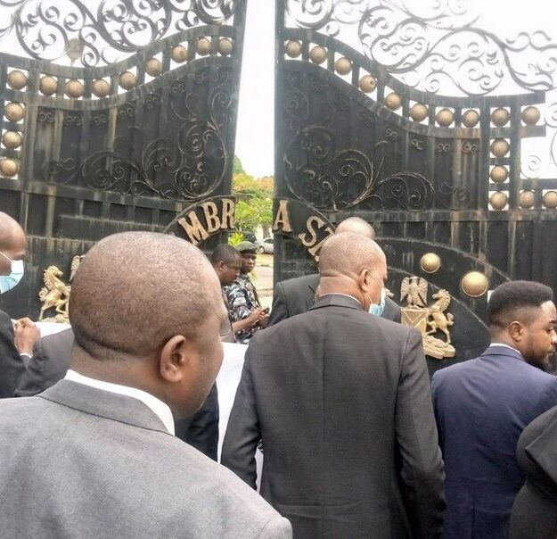 Anambra Lawyers Storm Govt House, Block Gate Over Obiano's Refusal To Speak On JUSUN Strike