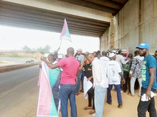 BREAKING: Amotekun Operatives, Others Take Off Venue Of Yoruba Nation Protest In Osogbo