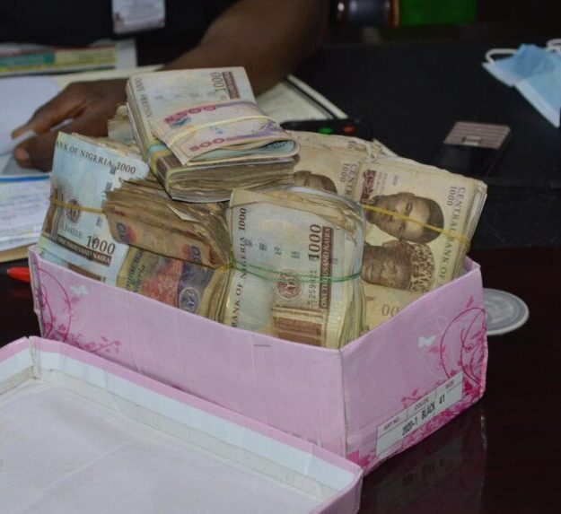 Police Officer Returned The Sum Of N1,294,200.00 Concealed In A Shoe Box At Accident Scene