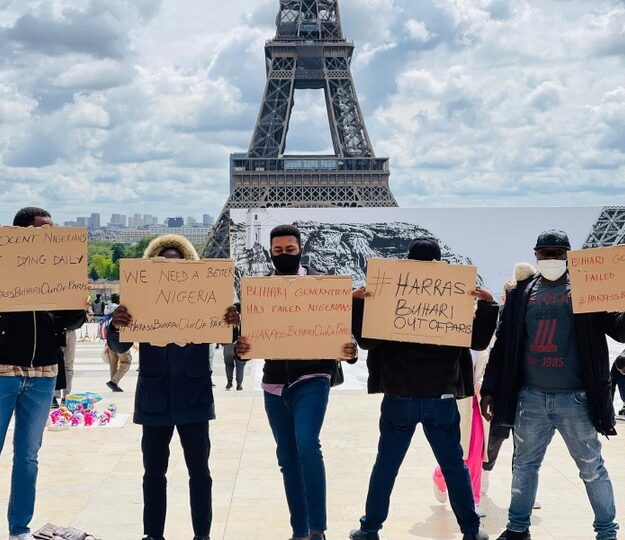 Reno Omokri Leads #HarassBuhariOutOfParis Protest In France (Photos)