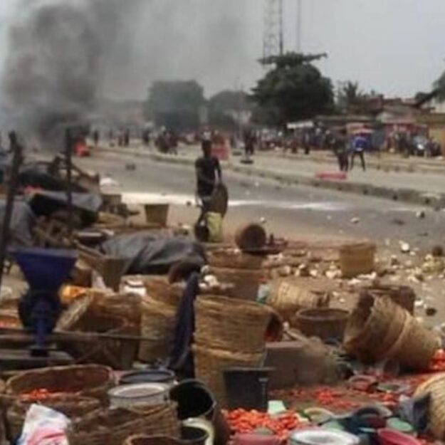 "[Video] ""Hausa"" youths declare anarchy in Abuja community, massive looting…"