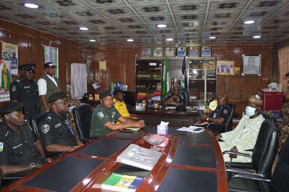 Police Officers Gets N1m Reward After Rejecting Bribe From Fake Drug Dealers In Kano 3