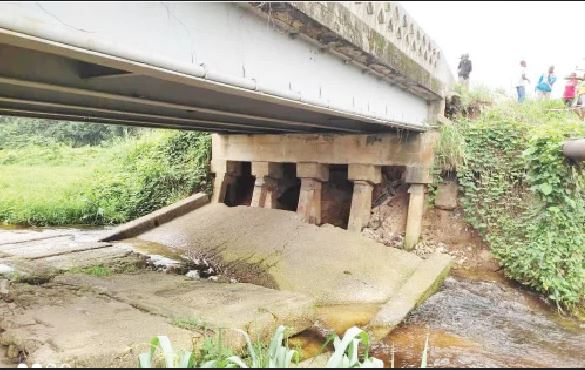 Angry Residents Lampoon Contractor As New Bridge Collapses In Rivers