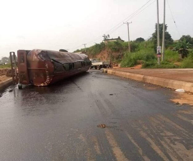 Man in critical condition as trailer hits access road at Abba Junction, Enugu-Onitsha Expressway
