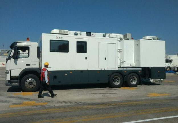 Customs Command takes delivery of cargo scanning machine