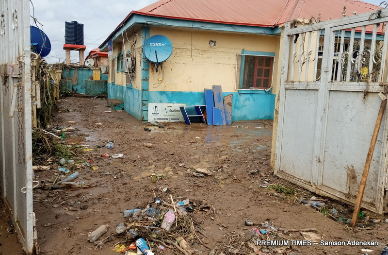 Four Dead, Others Missing As Flood Sweep 26 Vehicles, 166 Houses In Abuja [Photos] 10